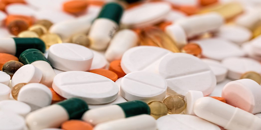 Pain Killers or Chiropractic Care, Which Is Safer?